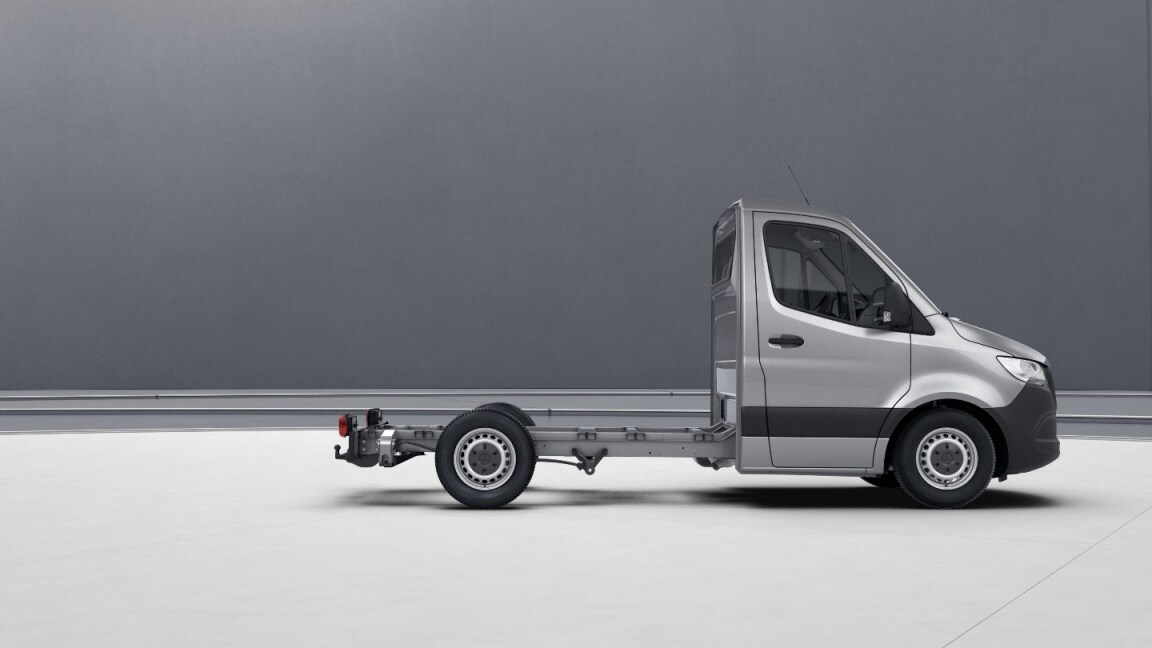 Sprinter Chassis Cab, wheelbase 3259 mm, 40.6-cm (16-inch) steel wheels, iridium silver