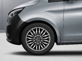 Vito panel van, 45.7-cm (18-inch) 10-twin-spoke light-alloy wheels, painted in black with high-sheen finish